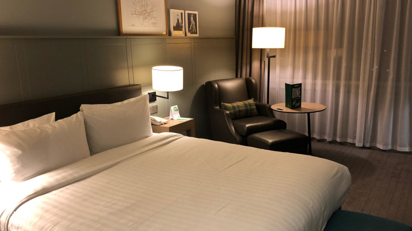 A Night At Holiday Inn Heathrow M4, Junction 4 || Travel